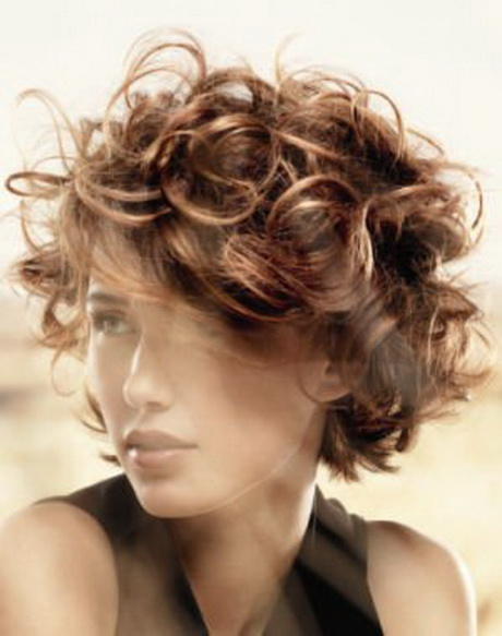 coupe courte cheveux boucles
