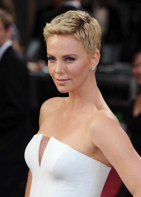 Coupe courte cheveux gris - Coiffure coupe garconne femme ...