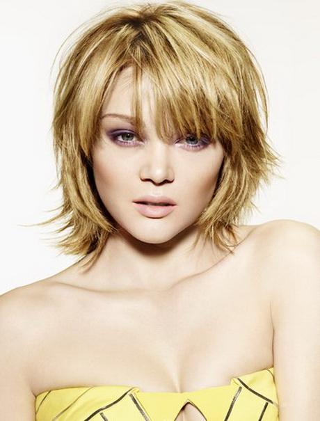 Короткие причёски для треугольного лица фото