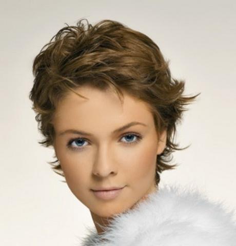 Image coiffure cheveux courts femme
