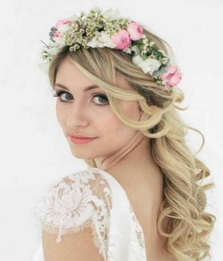 coiffure mariage couronne fleurs. Black Bedroom Furniture Sets. Home Design Ideas
