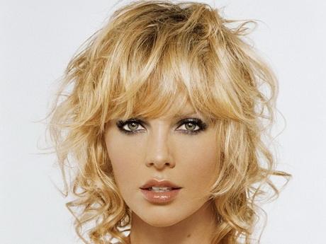 Modele coiffure cheveux mi long frises - Cheveux frises mi long ...