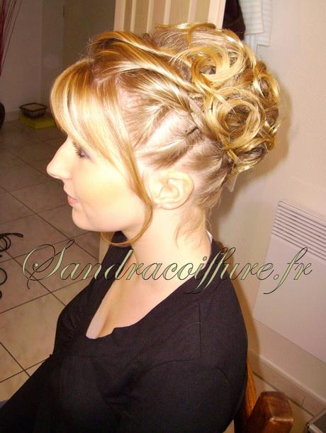 Inspiration coiffure mariage cheveux bouclés court est un modèle de coiffure  pour cheveux bouclés issu de coiffure \u2026